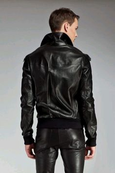 Leather casual look. Mens Leather Pants, Tight Leather Pants, Leather Blazer, Fashion Moda, Mens Fashion, Leder Outfits, Herren Outfit, Hommes Sexy, Young Fashion