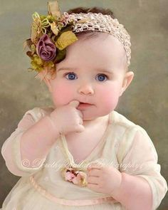 Such an adorable head band Cute Little Baby, Baby Kind, Pretty Baby, Cute Baby Girl, Little Babies, Cute Babies, Little Girls, Baby Girls, Precious Children