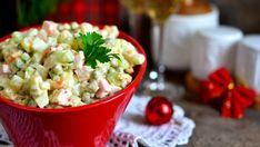 Bramborový salát k českým Vánocům neodmyslitelně patří. A každá rodina má na něj svůj nezaměnitelný jedinečný recept. Z toho ovšem vyplývá, že receptů na tento salát existuje nepočítaně!
