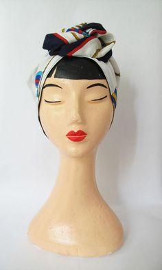 >>>>>>>>>>>>>>>>>>SUR COMMANDE <<<<<<<<<<<<<<<<     >>>>>>>>>>>>>>>>>>MADE TO ORDER <<<<<<<<<<<<<<<<   Turban réalisé dans un foulard vintage.  Idéal pour se protéger du soleil ou pour les fraiches soirées d'été PIÈCE UNIQUE  Chaque turban est réalisé dans un foulard vintage sélectionné pour sa qualité et son originalité.     >>>>>>>>>>>>>>>>>>SUR COMMANDE <<<<<<<<<<<<<<<<     >>>>>>>>>>>>>>>>>>MADE TO ORDER <<<<<<<<<<<<<<<< (10 jours une fois que le foulard est choisi)