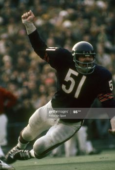 Nfl Football Games, Bears Football, Nfl Chicago Bears, Football Players, Football Helmets, Football Stuff, Chicago Bears Pictures, Middle Linebacker, Nfl Network