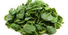 11 Benefício do espinafre para a Saúde. É difícil estimar o potência nutricional que tem o espinafre. Esta verdura possui um sabor alcalino e é rica em nutrientes como, por exemplo, sais minerais (Ferro, Fósforo e Cálcio) e Vitaminas (A e do complexo B).