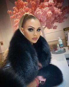 Micro Skirt, White Face Mask, Fox Fur Coat, Natural Women, Fur Fashion, Collar And Cuff, Fur Collars, Fur Trim, Mantel