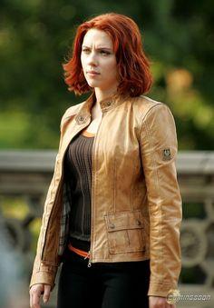 The Avengers Natasha Romanoff (Scarlett Johansson) Jacket Tan Jacket, Brown Jacket, Scarlett Johansson, Belstaff Leather Jacket, Avengers Outfits, Avengers Costumes, Winter Leather Jackets, Black Widow Scarlett, Sr1