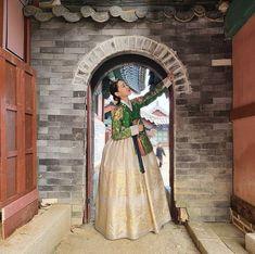 Korean Traditional Dress, Traditional Dresses, Secret Garden Korean, Korean Drama Movies, Korean Dramas, Best Kdrama, Korean Hanbok, Queen, Asian Actors