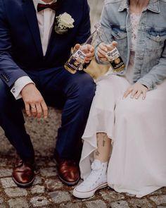 Die Waldhochzeit soll verlobten Paaren Mut machen, sich trotz Corona nicht vom Heiraten abhalten zu lassen. Elopement - heiraten zu zweit 👩❤️💋👨 mit Foto- und Videobegleitung.  #coronahochzeit #coronahochzeiten #coronawedding #hochzeitslicht #hochzeitslichcouple Wedding Vendors, Wedding Gifts, Wedding Day, Weddings, Berlin Brandenburg, Maid Of Honor, How To Memorize Things, Bridesmaid, Group