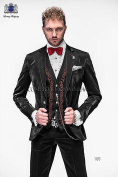 Traje de moda italiano a medida negro tres piezas en tejido lurex ligero y chaleco a juego con bordado drako color rojo, modelo 1103 Ottavio Nuccio Gala colección Emotion 2015.