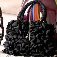 1- Crochet bag in fettuccia con fodera in raso e tasca interna