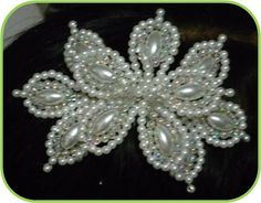 Seed Bead Flowers, French Beaded Flowers, Wire Flowers, Seed Bead Art, Hair Beads, Beads And Wire, Bridal Hair Accessories, Bead Weaving, Bling Bling