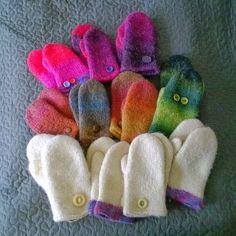 Huopatumput, huovutus rumpukuivaajalla. Mummin vuodenajat: Miun oma villakammari - My wool chamber. Felted mittens using tumble dryer.