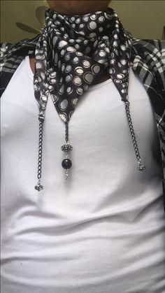 Foulard con perle nere e bottoni sardi