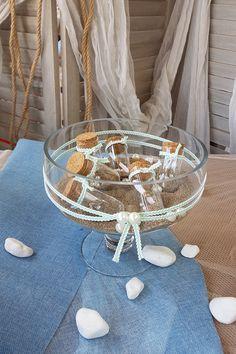 DIY γυάλα διακοσμημένη με καραβόσκοινο και γεμισμένη με χρωματιστή άμμο και γυάλινα μπουκαλάκια #summerdecoration #DIYdecoration #DIYsummer_decoration #καλοκαιρινη_διακοσμηση #barkasgr #barkas #afoibarka #μπαρκας #αφοιμπαρκα #imaginecreategr