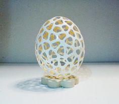 Carved chicken eggshell