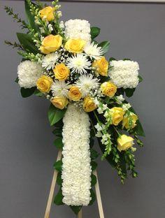 Funeral Floral Arrangements, Creative Flower Arrangements, Large Flower Arrangements, White Flower Arrangements, Flower Wreath Funeral, Funeral Flowers, Paper Flower Decor, Cemetery Flowers, Sympathy Flowers