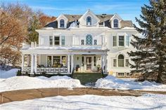 1906 Colonial Revival For Sale In Chippewa Falls Wisconsin Chippewa Falls Wisconsin, Hudson Wisconsin, Racine Wisconsin, Old Houses For Sale, Grand Foyer, Mansions For Sale, Built In Bench, Old House Dreams, Historic Homes