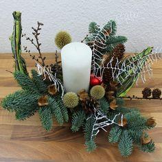 Moderne Adventsfloristik, Adventsgestecke mit einer Kerze basteln. Video Anleitung + Blog mit der Materialliste.   #moderneadventsfloristik  #adventsfloristik 2019  #adventsgestecke ideen  #weihnachtsbasteln #weihnachtliche #tischdekoration #adventsgesteck #weihnachtsdeko  #weihnachtsdekoration