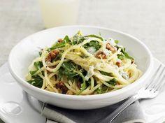 Pasta mit Rucola, Walnüssen und Zitrone - smarter - Kalorien: 530 Kcal - Zeit: 20 Min. | eatsmarter.de
