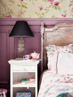 Dormitorio decorado con tonos rosas y morados