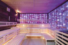 """Moderne corso Design Sauna im Venice Beach Karlsruhe: Eine Seitenwand aus Douglasie-Spaltholz und hinterleuchtete Salzsteinwände sorgen für den zentralen Ruhepol des Wellnessbereiches.  Mehr Inspiration im corso """"Online Showroom"""" - reinklicken! #Designsauna #Profisauna #HotelSauna #SaunamitGlasfront #gewerblicheSauna #Spa-Sauna #Saunainspiration #Luxussauna #Themen-Sauna #individualsauna #professionalsauna #luxurysauna   #Дизайнсауна #Застекленнаясауна #роскошьюсауны #саунаотеля"""