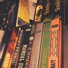 """""""A mão queimada ensina melhor. Depois disso o conselho sobre o fogo chega ao coração."""" (Gandalf - O Senhor dos Anéis)  J.R.R. Tolkien  #papelcartaz #book  #livros"""