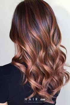 A stunning rose gold balayage boasts a jaw-dropping effect that's totally on-trend. Brunette Rose Gold Balayage - 20 Gorgeous Brown Color Hair Ideas for Winter - Photos. Auburn Balayage, Hair Color Balayage, Hair Highlights, Caramel Balayage, Copper Highlights On Brown Hair, Balayage Hairstyle, Subtle Balayage, Brunette Hairstyles, Men's Hairstyle
