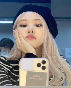 Kim Jennie, South Korean Girls, Korean Girl Groups, Foto Rose, Rose Icon, Rose Park, Black Pink Kpop, Black Pink Rose, Blackpink Photos