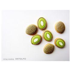 Kiwi Decorated Cookies // Antolpo