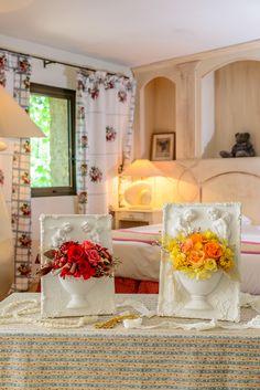 レジンフレームエンジェルーキュートなエンジェルが優しくお花を育てますー まるでポットが半分壁から出ているような、ユニークなフレーム。ウォールデコ(壁飾り)としても、置き物としてもお使いいただけます。繊細な加工が可能で、しかも割れにくいレジン素材を活かしました。防水なので生花や観葉のアレンジもOK。押さえ目のオフホワイト色のフレームは、どんな花色もひきたちます。