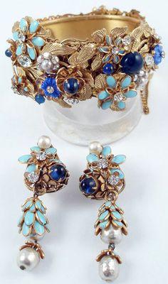 Miriam Haskell - Parure 'Pampilles' - Métal Doré, Email Turquoise, Perles Baroques Imitation et Cabochons de Verre Bleu