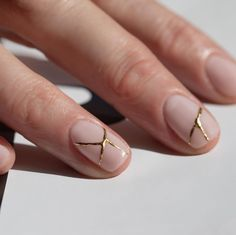In Japan broken objects are often repaired with gold. The flaw is seen as a unique piece of the object's history, which adds to its beauty. Goth Nails, Bling Nails, Colorful Nail, Kintsugi, Perfect Nails, Gorgeous Nails, Hello Kitty Nails, Modern Nails, Stiletto Nail Art