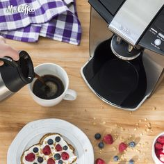 Toast and berries + coffee = Friday morning made. 👌  How do you kickstart your day?