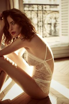 Boudoir - Portrait - Fashion - Lingerie - Editorial - White - Photography - Pose