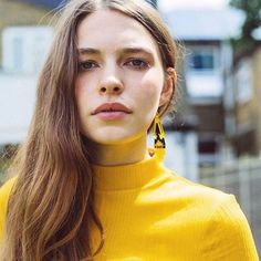 LOVE this shot by @richardibrahim featuring the Tetra earrings. All about the yellow! ✨#REPOST