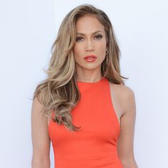The American singer, fashion designer, dancer and actress, Jennifer Lopez also known as JLo, started her career in the entertainment industry through a minor role on 1986 film My Little Girl. Jenifer Lopes, Jennifer Lopez Family, Gorgeous Hair, Beautiful, Hair Dos, Belle Photo, Pretty Hairstyles, Khloe Kardashian, New Hair