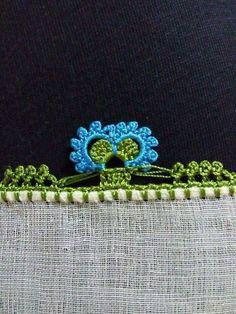 HUZUR SOKAĞI (Yaşamaya Değer Hobiler) Knitted Poncho, Knitted Shawls, Crochet Unique, Needle Lace, Knitting Socks, Handicraft, Hand Embroidery, Tatting, Needlework
