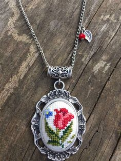 This Pin was discovered by Özg Mini Cross Stitch, Cross Stitch Heart, Simple Cross Stitch, Cross Stitch Borders, Cross Stitch Flowers, Cross Stitch Designs, Cross Stitching, Crewel Embroidery, Cross Stitch Embroidery