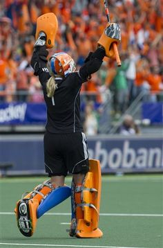 Netherlands' goalkeeper Joyce Sombroek celebrates after teammate Kim Lammers scores the team's second goal during the Field Hockey World Cup final match women between Australia and The Netherlands in The Hague, Netherlands, Saturday, June 14, 2014. (AP Photo/Patrick Post) ▼14Jun2014AP|Netherlands wins women's field hockey World Cup http://bigstory.ap.org/article/netherlands-wins-womens-field-hockey-world-cup #Field_Hockey_World_Cup_2014