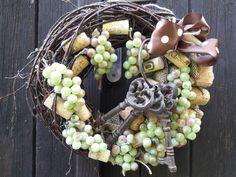Klíče+od+sklípku+Přírodní+základ+-+korek,+litinové+klíče+,dekorace+hrozny+,juta.+...Vzadu+očko+k+zavěšení+29cm Grapevine Wreath, Grape Vines, Wreaths, Home Decor, Jute, Events, Decoration Home, Door Wreaths, Room Decor