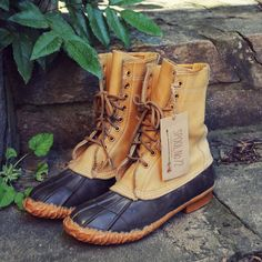 The sweetest vintage fall duck boots! www.spool72.com