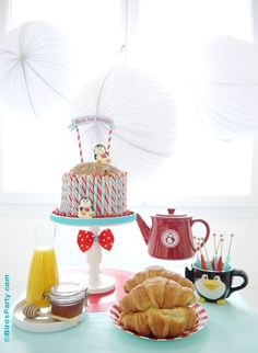 North Pole themed Christmas Holidays breakfast ideas for Christmas morning! Cute DIY ideas for the family table decor, food, drinks and activities to keep the kids amused! Christmas Brunch, Christmas Breakfast, Christmas Morning, Christmas Holidays, Christmas Ideas, Winter Holidays, Xmas, North Pole Breakfast, Breakfast For Kids