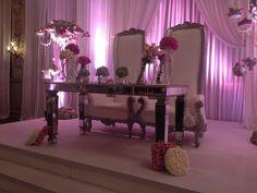 Mesa de Novios Vintage , shabby chic Gastro Uno Banquetes , wedding decoration , vintage chair , silla vintage , mesa vintage , bride
