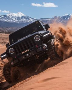 Jeep in the desert Black Jeep Wrangler, Jeep Wrangler Rubicon, Jeep Wrangler Unlimited, Jeep Jl, Jeep Truck, Lifted Ford Trucks, Lifted Jeeps, Toyota Fj Cruiser, Motosport