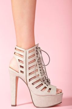 You could call these elegant hooker heels. Nonetheless, fabulous hooker heels, and vegan! Chevron Cutout Platform - Gray