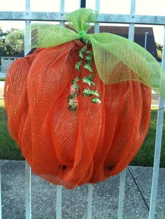 Deco Mesh Pumpkin Wreath: Wreaths can decorate more than just your front door- gates and fences look great with Deco Mesh Creations! Deco Mesh Crafts, Wreath Crafts, Deco Mesh Wreaths, Diy Wreath, Holiday Wreaths, Wreath Ideas, Fall Halloween, Halloween Crafts, Halloween Decorations