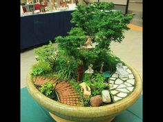 Mini have. Japansk have i mini udgave. Potteskår, små sten. Små planter.