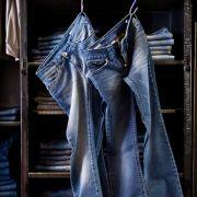 Jeans e pantaloni italianissimi a prezzi super  Jeans Age  Zona: Ticinese/Carrobbio  Indirizzo: Via Cesare Correnti 21, 20123 Milano