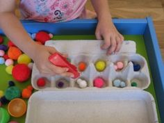 Early Childhood Easter Activities for kids: using pompom, plastic eggs and egg cartons for a easter sensory play table. Preschool Math, Kindergarten, Maths, Easter Activities For Kids, Math Activities, Play Table, Gross Motor Skills, Sensory Play, 4 Kids