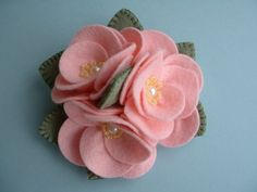 Felt Flower Pin  от Beedeebabee на Etsy, $18.00