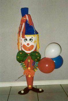 uitdeel clown, vol met chipszakjes