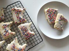 Sprinkled Sugar Cookies in the shape of Minnesota! www.bowandarrowmag.com